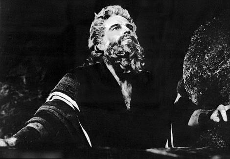 Чарлтон Хестон в роли Моисея в Десяти Заповедях в 1956 году