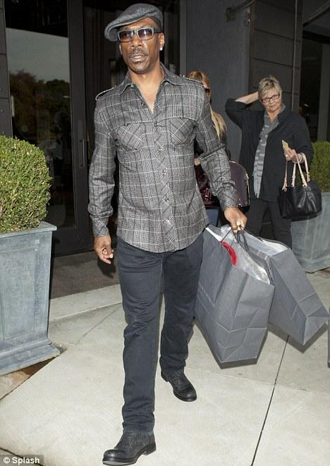 Эдди Мерфи отказался от роли ведущего Оскара и отправился за покупками.