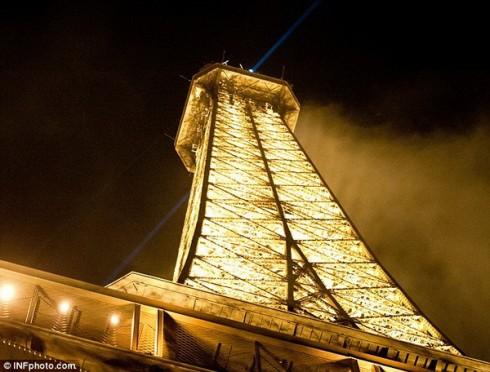 Эйфелева башня - место для всех влюбленных в Париже