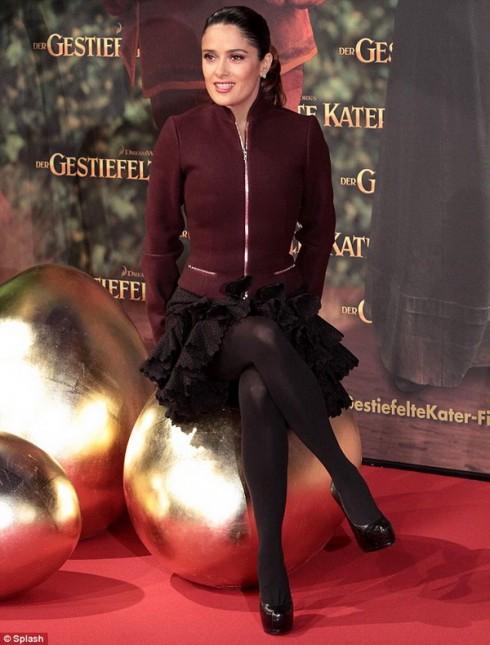 Сальма Хайек высиживает золотые яйца :)